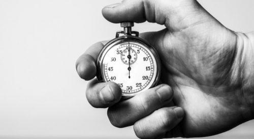 時計で短時間の計測をする人